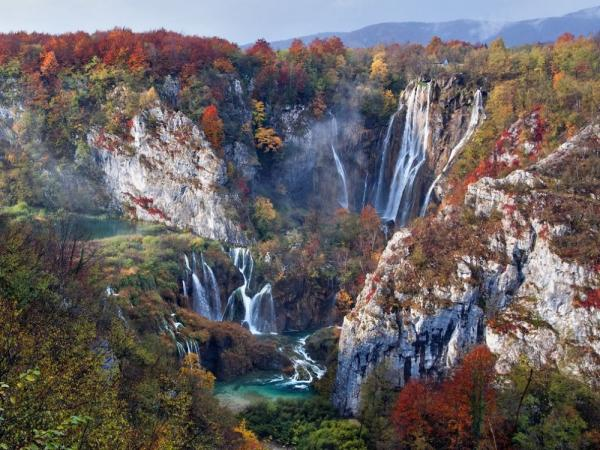 /Files/images/fotografyi/2016/17595960-R3L8T8D-1000-plitvice-lakes-autumn-croatia_88864_990x742.jpg
